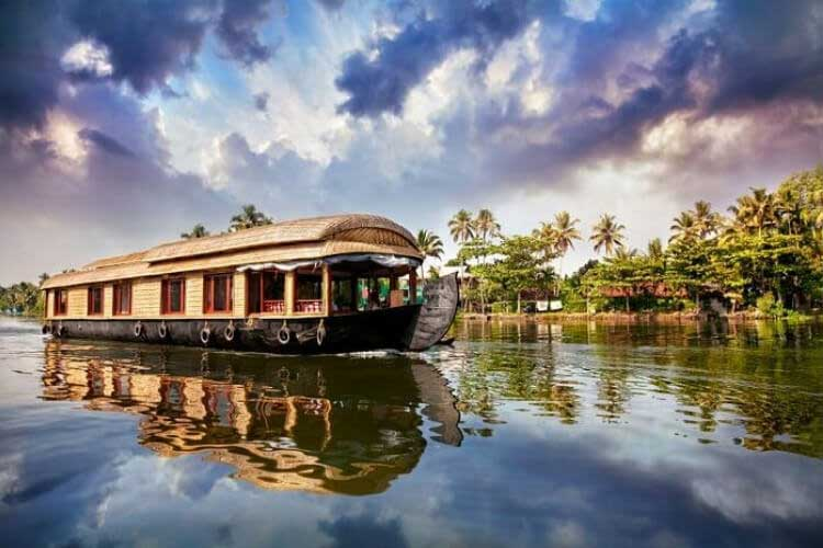 Day 4 Alleppey: Enjoy a houseboat experience